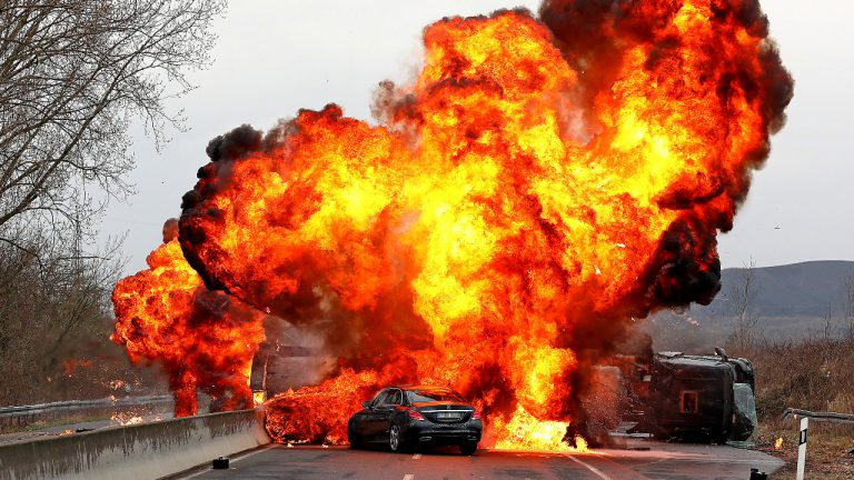 Грандиозен 40-тонен взрив